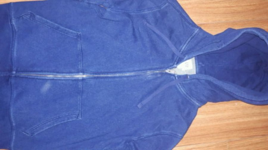 GAP distressed blue sweater size small de055eee-a9f1-4d77-82fd-0c368edb291f