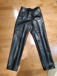 Brand new Danier quality leather pants waist size 34