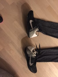 pair of black-and-white Nike sneakers 3750 km