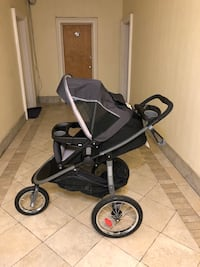 Graco modes jogger stroller with car seat (without base) used only for 3 months Jersey City, 07306