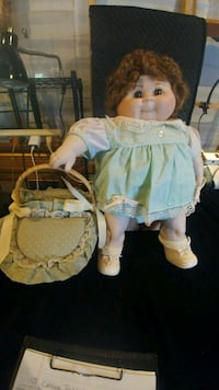 Cabbage patch DOLL And Basket Sebring, 33870