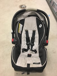 Graco Click & Connect - black and gray car seat carrier Vancouver, V5S
