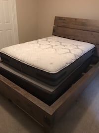 Queen sized Sealy Posturepedic mattress - good as new. Gently used. Looking for best offer. Lakewood Ranch, 34202