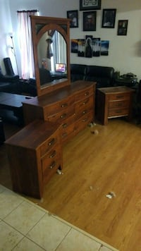 4 piece bedroom set no missing drawers Quantico, 22134