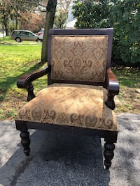 Living room arm chair Lancaster, 17601