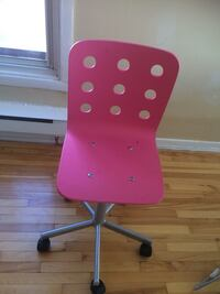 Pink and gray rolling chair Montréal, H3M 1L5