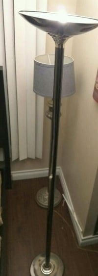 7 Feet Light stand with light Mississauga, L5B 3Z1