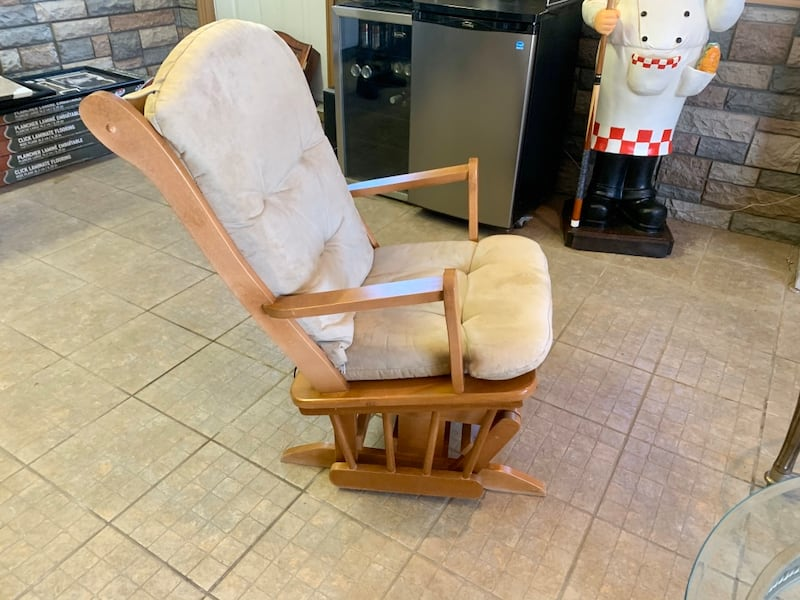 Chaise Bercante - Rocking Chair c8a65c57-7e8f-4e53-a3ce-5eae35649fc3