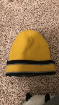 Yellow & black beanie  Amarillo, 79124