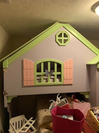 Doll houses bed FREE LOCATED DOUGLASVILLE Ga
