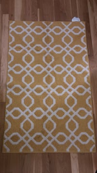 Yellow and white accent rug Portland, 97232