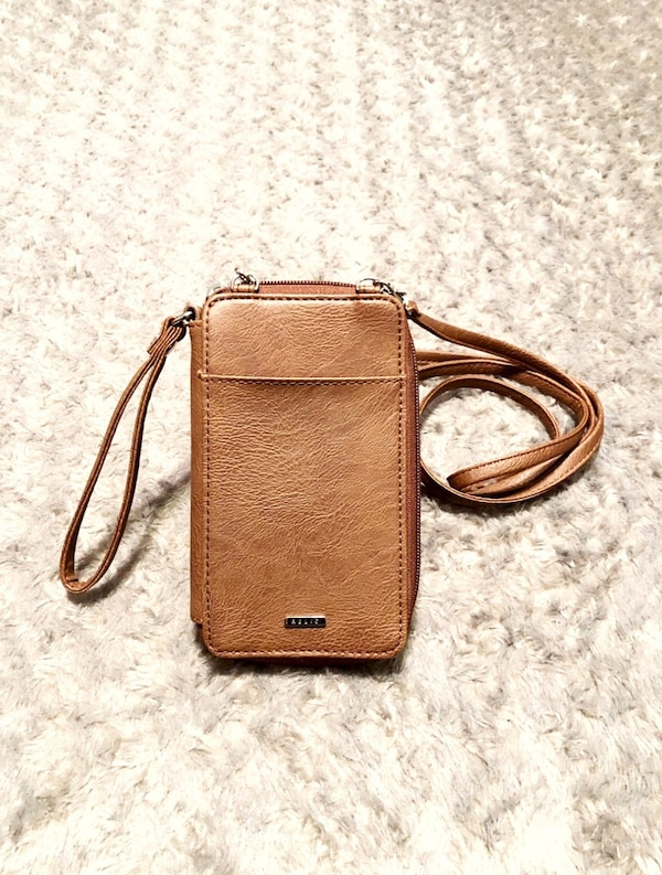 "New! Relic crossbody wallet paid $30 Faux leather. Zip closure. 5½"" wrist strap. Removable 26"" drop shoulder strap. Front snap closure phone pocket. Back slip pocket. Fabric lining: paper money slip, zip pocket, 6 card slots, 1 hidden card slot, 1 clear i"