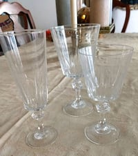 clear cut glass footed vase Dumfries, 22026