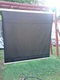 Elite screens projection screen in excellent condi