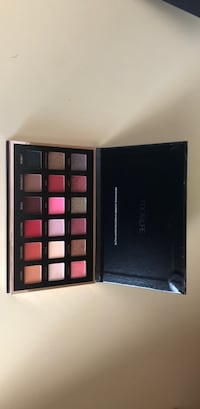 Focallure eyeshadow palette. New Santa Maria, 93455