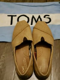 TOMS Shoes - Size 9.5