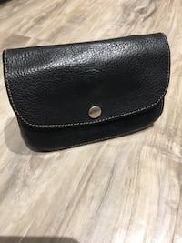 ROOTS Katherine iconic wallet gently used only available through special order!! Black prince leather ! London, N5W 1L8