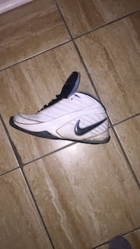 SIZE 8 MENS NIKE RETRO SHOES Brampton, L6R 0E8
