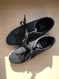 Black Nike Sneakers 6814 km