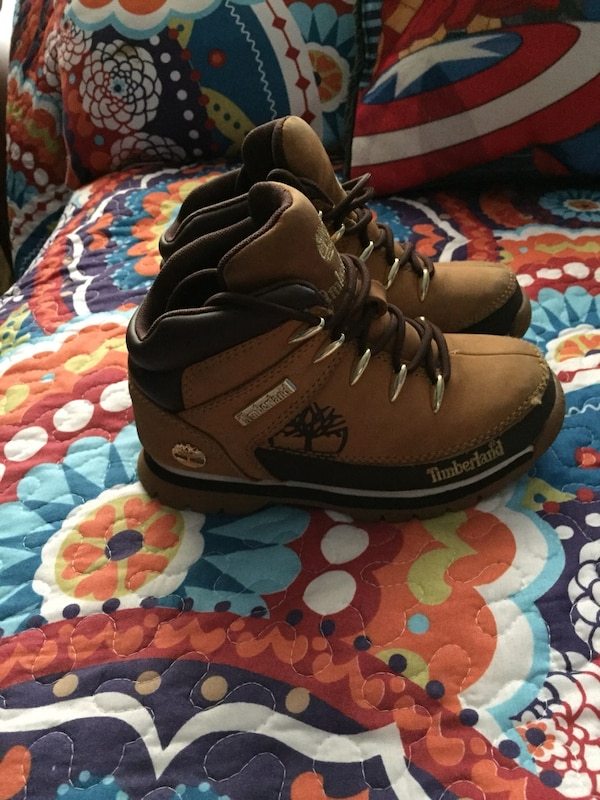 Pair of boys Timberland in great condition. Size 5($50) 133b20fc-3b7c-4af7-b07f-7ebb92bbe070