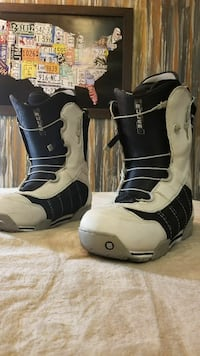 pair of white-and-black Ruler snowboard boots