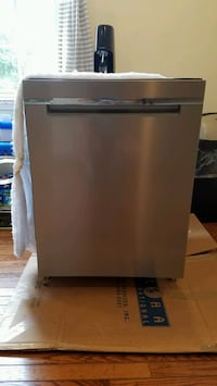 "24"" Whirlpool Dishwasher - Like new. Springfield, 22150"