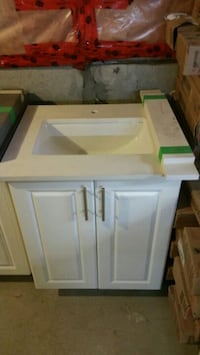 "24"" MDF vanity and quartz top  Toronto, M1S 3B1"