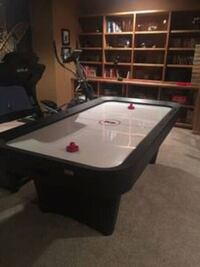 Air hockey  with pucks and accessories  Aurora, 80013