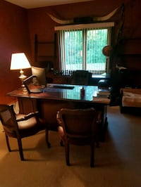 Executive desk, credenza and 2 chairs Channahon, 60410