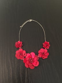 Red flower necklace!