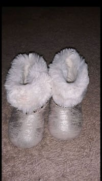 gray leather fur-lined snow booties Greenbelt