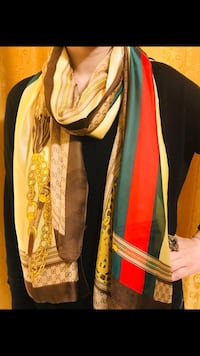 Gorgeous Gucci scarf in 100% silk Edmonton