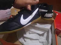 pair of black-and-white Nike sneakers Aurora, L4G 2B8