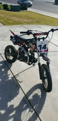 black and red motocross dirt bike Bakersfield, 93311
