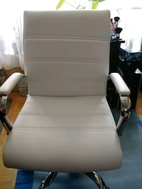 NEW WHITE MID-BACK LEATHER EXECUTIVE SWIVEL CHAIR Toronto, M9V 4A4