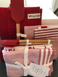 HOST/HOSTESS GIFT: adult apron, towels, spatulas RETAILs for $100+