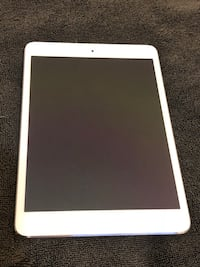 2 IPads Mini 128 GB Silver and White Excellent Condition .