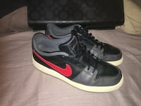 Good used condition Nikes. Men's size 10   Windsor, N8Y 2P4