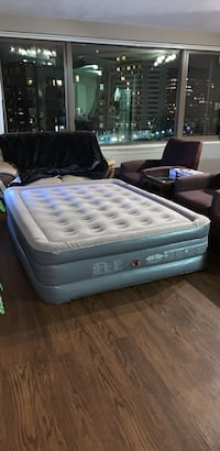 Queen size inflatable mattress Arlington, 22202