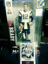 Tom Brady action figure and # 128 card included