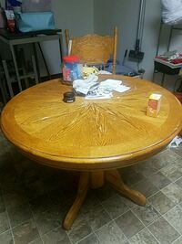 Table w/ leaf and 4 chairs West Fargo, 58078