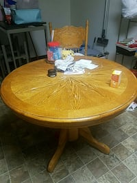 Table w/ leaf and 4 chairs