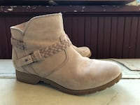 Pair of suede boots Teva Waterproof Saint Paul, 55106