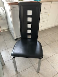 4 chairs for $100.00 moving sale must go  Montréal, H4M 1T4