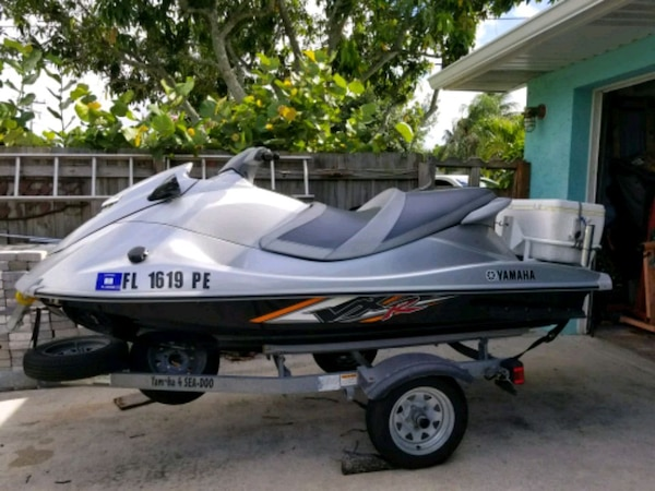 2011 Yamaha VXR Wave Runner VS