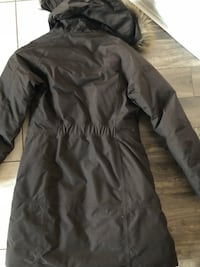 Ladies brown North Face long length coat for sale. Size S. Excellent condition. Barely worn Barrie, L4N 5V2