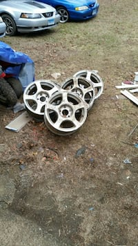 Wheels with center caps for mustang  Brooklyn, 06234