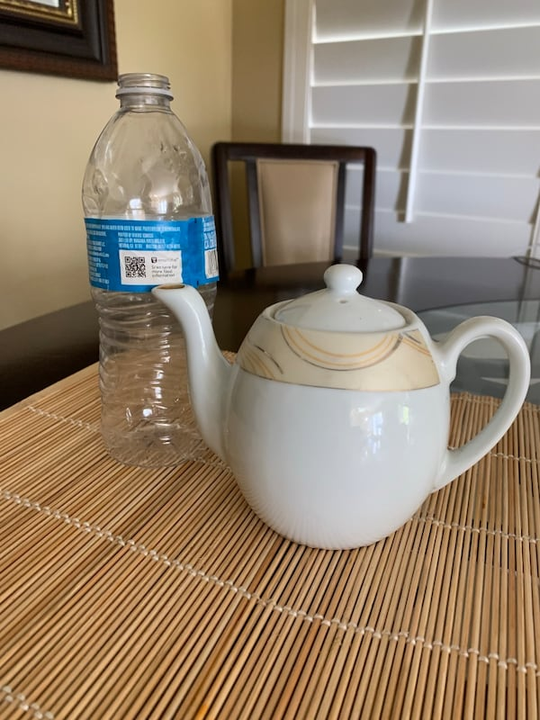 Medium ceramic tea pot, f0840bd3-cb15-4801-89ad-b42c820d28c2