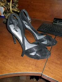Black tell heels only been worn once Edmonton, T6C 3V7