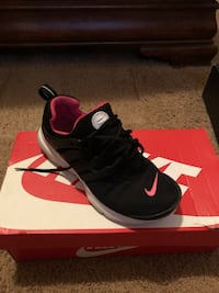 pair of black Nike running shoes on box Houston, 77044